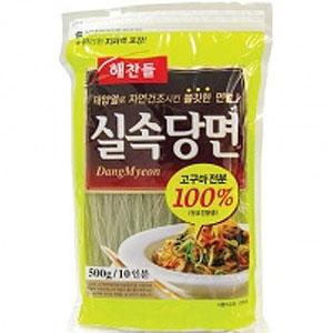 チャプチェ作りの韓国の春雨