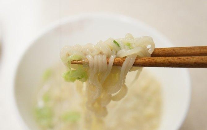 [農心] サリコムタン カップ麺〈大〉 (111g) ★あ〜ん。