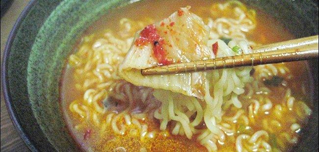 コシのある麺に濃いスープで辛い味が楽しめる! [オトギ] ヨル(熱)ラーメン(120g) ★めしあがれ!